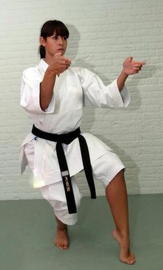 Female Martial Artists, Martial Arts Women, Self Defense Techniques, Karate Girl, Art Women, Aikido, Boxing Gloves, Judo, Strong Women