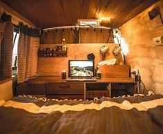 Büro im Wohnwagen: sieht toll aus, will ich aber gar nicht. Auf dem Campingplatz ist nämlich internetfreie Zone. ❤️ www.mami-startup.de Cox And Cox, Van Camping