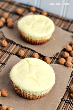 Want some easy cheesecake recipes? Try this Caramel Macchiato Cheesecake Sugar Cookie Cups ~ Soft Sugar Cookie topped with Carmel Macchiato Cheesecake! Add this to your favorite fall recipes board! Sugar Cookie Cups, Soft Sugar Cookies, Yummy Cookies, Cookie Desserts, Just Desserts, Cookie Recipes, Dessert Recipes, Dessert Ideas, New Years Eve Dessert
