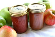 Homemade apple butter recipe, complete with step-by step instructions. Apple butter spiced with cinnamon, cloves, allspice, and lemon. Cooking up nicely! Homemade Apple Butter, Pumpkin Butter, Homemade Applesauce, Slow Cooker Apples, Cooked Apples, Canning Recipes, Crockpot Recipes, Canning Tips, Peach Butter