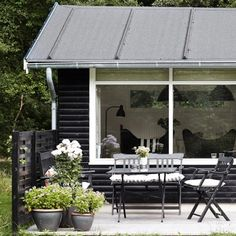 Summer cottage of Danish designer Christina Halskov; loving the black and white. Exterior Paint Colors For House, Paint Colors For Home, Garden Canopy, House Exterior, Summer House, Black House, Scandinavian Garden, Nordic Decor, Summer Living