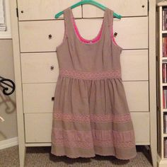 Jessica Simpson Summer Dress  This dress has been well loved. It's perfect for Spring/Summer. It's in good condition and has been recently dry cleaned.  Jessica Simpson Dresses Midi