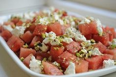 Salata de pepene rosu, branza de capra si fistic - www.Foodstory.ro