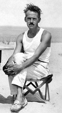 Eugene_ONeill_Cape_Cod_1922.jpg (200×363)