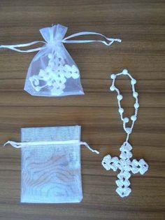 Risultati immagini per souvenirs bautismo tejidos crochet Christening Favors, Baptism Favors, Diy Crafts Vintage, Diy And Crafts, Diy Crafts Crochet, Crochet Projects, Doily Patterns, Crochet Patterns, Crochet Bookmarks