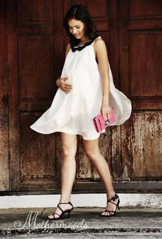 Our simple and chic 100% Thail silk 'Angel' dress for expecting moms. It can also be worn after you've given birth thanks to the flattering cut Price: £91.58  #maternityclothes #maternitydress #angeldress http://www.mothermoods.com/COLLECTIONS/Angel-dress