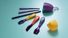 The kit comprises of a knife, a fork, a spoon, a straw and a set of chopsticks that fold away inside a smooth case that can be easily carried. Pharrell Williams, Recycled Cds, Recycled Materials, Circular Economy, Brand Me, Dezeen, Cutlery Set, Flatware, Chopsticks