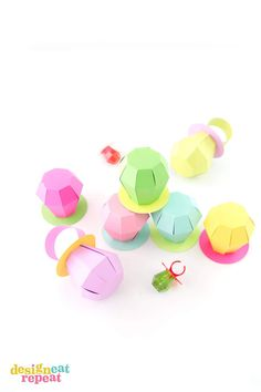 90a5db634fe247 Learn how to make these paper RING POP treat boxes! Fill with candy for the  perfect party favor!