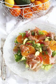 ChilliBite.pl - motywuje do gotowania!: Wspaniała sałatka pomarańczowa z awokado i prosciutto