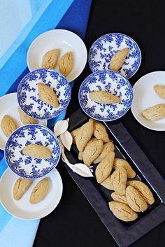 Size ısrarla tavsiye ediyorum bu kurabiyeyi.Çıtır çıtır tahin aroması ile efsane.Favori kurabiyeniz olabilir.Deneyince bana hak vereceğ... Nutella, Chocolate Pastry, Joy Of Cooking, Recipe Mix, Turkish Recipes, How To Eat Less, I Foods, Cookie Recipes, Delicious Desserts