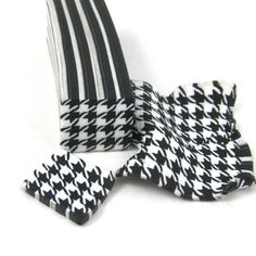 My daughter's favourite pattern this past year has been houndstooth for some reason. She bought herself a nifty newsboy cap in it and a great infinity scarf. There was a little squee of happi…