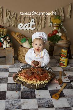 one year photoshoot ideas, teresa carmouche photography, spaghetti, spaghetti smash, one year, little chef, meatballs, eat, louisiana photographer, baton rouge photographer
