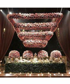 Isn't this the most magnificent floral chandelier you have ever seen?! Decor | @laisaguiarmaluhy Photo | @flaviavitoriaphoto Planner | @boutiquede3 ___  #WeddingDay #FloralArrangement #Bride #Wedding #BridetoBe #FloralDesign #BridalShower #WeddingIdeas #WeddingFlowers #WeddingBlogger #WeddingInspo #MyWeddingMerchant #EventStyling #EventDesign #weddingphotography #WeddingCakes #Cakestagram #Cake #brasilwedding http://gelinshop.com/ipost/1525592040715532939/?code=BUr_eDLAzqL