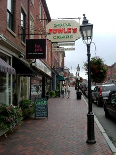 So nice to see old school local businesses like Fowle's News Stand and Diner in Newburyport, Mass., thrive in our modern world: http://visitingnewengland.com/blog-cheap-travel/?p=2204