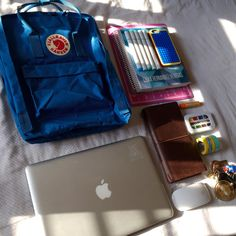 what's in my kanken What's In My Backpack, Backpack Purse, Kanken Backpack, Mochila Kanken, What In My Bag, What's In Your Bag, Hate School, Back To School, Studyblr