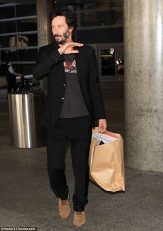 Laid-back: Keanu looked dapper in the fitted black jacket and trousers, but made the outfi. John Wick Hd, Keanu Reeves Quotes, Los Angeles Film Festival, Zen Rock, Canadian Men, Little Buddha, Keanu Charles Reeves, Looking Dapper, Actor Model