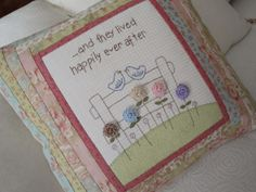 "EL PATCHWORK DE KRIS: COJÍN ROMANTICO"". ...AND THEY LIVED HAPPILY EVER AFTER"", (... y fueron felices para siempre)"