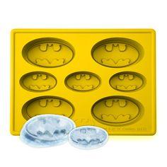 Batman Ice Cube Tray Ice tray makes ice shaped like Batman's logo Makes 7 ice cubes Material: Silicone Size: x x cm x 15 cm x cm) Soirée Halloween, Silicone Ice Trays, Silicone Molds, Nananana Batman, Ice Cube Trays, Ice Cubes, Batman Party, Batman Birthday, 3rd Birthday