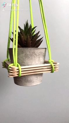 Diys, Diy Crafts Hacks, Diy Home Crafts, Craft Stick Crafts, Plant Crafts, Diy Decor Room, Diy Home Decor On A Budget, House Plants Decor, Plant Decor