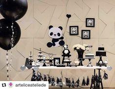 """Linda e fofa essa decoração afetiva e minimalista com um tema também muito fofo """"Panda"""". #Repost @arteliceateliede (@get_repost) ・・・ Como não se apaixonar! Festa Panda, uma decoração feita com muitos detalhes com parceiros incríveis! Decoração e papelaria @arteliceateliede móveis e peças @unnadecora e @fittadecor personagem @osapoquelavaope pipoca @favoritapipocasgourmet bala de coco @abaladecoco cupcake @shirleyartecakes bolo @crislima57 tassel @ateliedagina forminha…"""