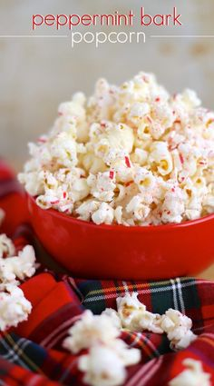 Christmas Peppermint Bark Popcorn