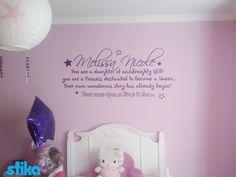 """Hermoso pensamiento de una madre para su hija """"Melissa Nicole"""" plasmado en su pared en Vinil púrpura."""