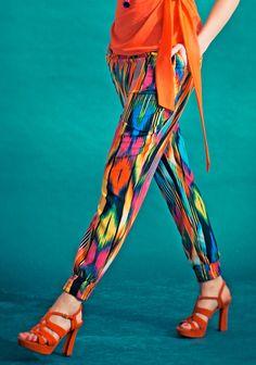 Housut SK7/14. Capri Pants, Sewing, Womens Fashion, How To Wear, Patterns, Dressmaking, Block Prints, Capri Trousers, Patrones