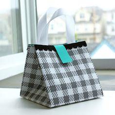 Folded Bag Tutorial /// bolsa de papel