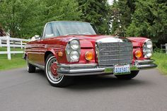 1971 Mercedes-Benz 280SE 3.5 Cabriolet.. had one of these, but clack with tan interior.. loved it..