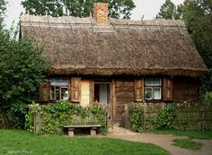 Old Cabins, Cabins In The Woods, Log Homes Exterior, Exterior Design, Wooden Cottage, Homestead Farm, Vernacular Architecture, Thatched Roof, European House