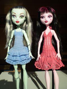 """Háčkované šaty na Monster High 17"""""""