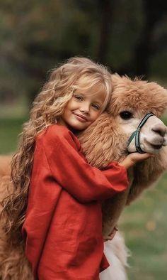 Dyosa Queen G Animals For Kids, Cute Baby Animals, Cute Kids, Cute Babies, Best Designer Bags, Dior Handbags, Tier Fotos, Alpacas, Replica Handbags