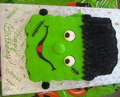 Halloween Frankenstein Pull-a-Part Cupcake Kuchen - Halloween Cupcakes Recipes Halloween Cupcakes, Halloween Treats For Kids, Holiday Cupcakes, Halloween Baking, Halloween Desserts, Halloween Birthday, Holloween Cake, Birthday Stuff, Halloween 2019