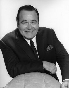 Jonathan Harakman Winters III, Belbrook OH, (1925-2013). Comedian and actor. Natural causes. English-Scottish-Irish heritage. Funny and so quick witted. Funny Men, Funny People, Hollywood Stars, Classic Hollywood, Bennett Cerf, Missing Family, Funny One Liners, George Burns, Thing 1