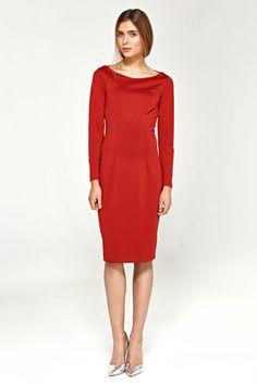Dopasowana czerwona sukienka wykonana z miękkiej i przyjemnej w dotyku dzianiny z długim rękawem. Model posiada dekolt w łódkę oraz pionowe przeszycia, które wydłużają optycznie sylwetkę. Jedna sukienka na wiele okazji! Moda biurowa ! Skład: 45% wiskoza, 38% poliester, 12% nylon, 5% spandex. Sukienka nie posiada podszewki. Modelka na zdjęciu ma 176 cm wzrostu i ma na sobie rozmiar 36. Mademoiselle, Dressing, Yes To The Dress, Glamour, Casual, High Neck Dress, Dresses For Work, Couture, Model