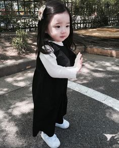 Cute Asian Babies, Korean Babies, Asian Kids, Korean Girl, Father And Baby, Mom And Baby, Cute Little Baby, Cute Baby Girl, Cute Faces
