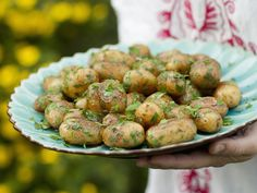 Gebratene Kräuter-Kartoffeln - smarter - Zeit: 30 Min. | eatsmarter.de