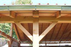 Met ons constructiehout van Lariks Douglas bouw je elke overkapping of veranda op maat. Kies uit fijnbezaagd of glad geschaafde staanders, balken, rabatdelen, planken en meer. Ontdek zeer diverse kopmaten van 40x60 tot 200x200 mm dikte. Vul uw order aan met betonpoeren, vlonderhout voor een buitenvloer, allerlei dakbedekking en meer. #klantfoto #overkapping