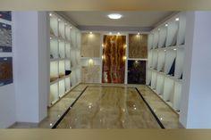 Piatra naturală – cel mai deosebit material de construcție se găsește în cel mai modern magazin deschis la Reșița VIDEO Mai, Showroom, Modern, Home Decor, Travertine, Granite Counters, Trendy Tree, Decoration Home, Room Decor