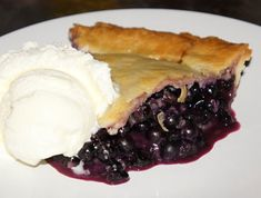 HUMM la meilleure que j'ai mangé ! Best Blueberry Pie Recipe, Canadian Food, Sweet Pie, French Food, Love Food, Sweet Treats, Deserts, Food And Drink, Easy Meals