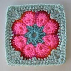 ideas for crochet granny square purse african flowers Crochet Flower Squares, Crochet African Flowers, Flower Granny Square, Granny Square Crochet Pattern, Crochet Granny, Crochet Motif, Crochet Stitches, Granny Squares, Easy Granny Square