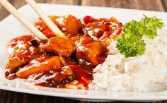 Vandaag staat een mals kippetje op het menu met zoetzure saus. Nog lekkerder met geroerbakte witte kool en zilvervliesrijst.