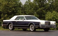 1979 Lincoln Continental mark V Bill Blass edition. The most comfortable, smoothest riding car I have ever been in! Lincoln Motor Company, Ford Motor Company, Cars Usa, Us Cars, Counting Cars, Ford Lincoln Mercury, Classy Cars, Bill Blass, Lincoln Continental