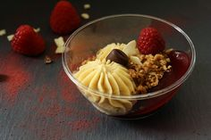 Dessert cup with raspberry jelly, mascarpone mousse, homemade crumble Delicious Recipes, Yummy Food, Dessert Cups, Acai Bowl, Mousse, Jelly, Raspberry, Pudding, Homemade
