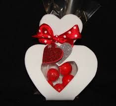 Resultado de imagen para detalles para amor y amistad en foami Elsa, Handmade Gifts For Friends, Diy And Crafts, Paper Crafts, Boutique Hair Bows, Candy Shop, Felt Dolls, Clear Stamps, Valentine Day Gifts