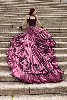 Abiti da Sposa Vintage Gothic Wedding Dress With Long Train Tiered Pleat Halloween Wedding Gowns Chinese Shopping Online