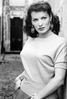 mildredsfierce:  Maureen O'Hara, 1948.