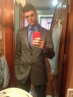 'Teen Mom' Star Looks Ready to Play Christian in '50 Shades of Grey' Movie