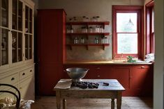 Plain English design bespoke kitchens, handmade by skilled craftsmen using traditional techniques which bring about a unique, unmatched beauty. Plain English Kitchen, English Kitchens, One Kings Lane, British Kitchen Design, Old Country Kitchens, Wells House, Kitchen Cabinets And Countertops, Kitchen Worktop, Kitchen Cupboards