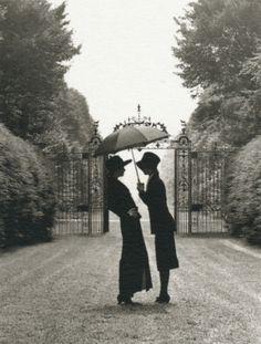 "luzfosca: "" Rodney Smith Westbury Gardens, Long Island, New York, 1992 From The Hat Book Thanks to liquidnight "" Lesbian Love, Vintage Lesbian, Vintage Couples, Victor Hugo, Couple S'embrassant, Westbury Gardens, Rodney Smith, Under My Umbrella, Foto Art"